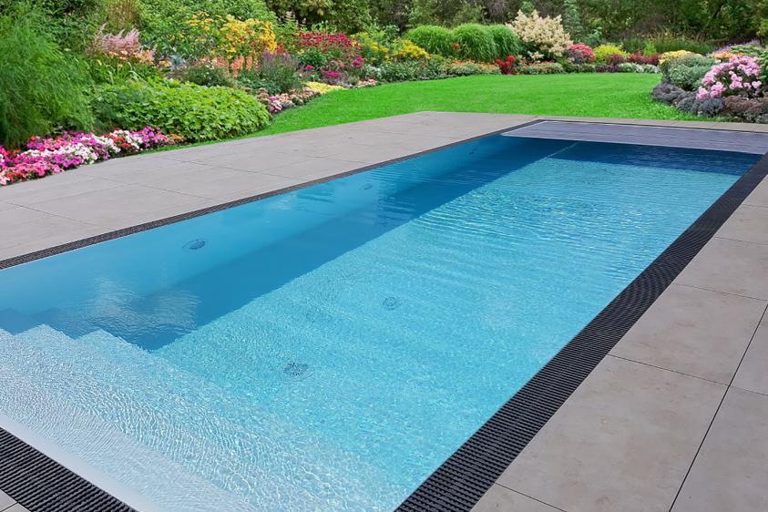Pool-Komplettset Premium ONE® mit Überlauf-Fertigpool 3,20 x 8,00m und optional elektrischem Rolladen / Poolabdeckung